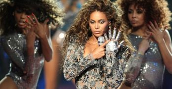 Beyoncé with Michael Jackson glove